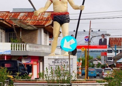 Tololiu Statue